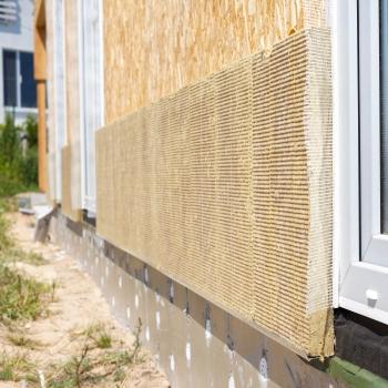 Монтаж базальтового утеплителя на стену